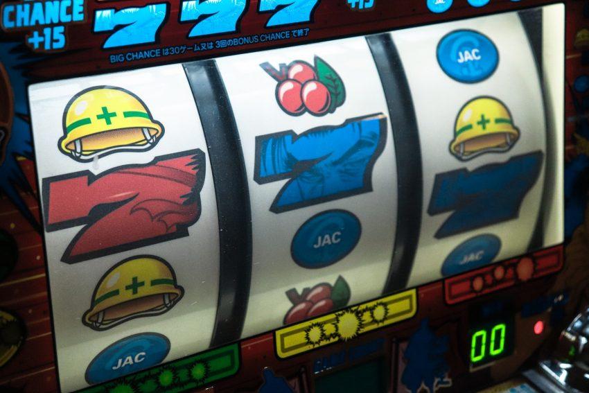 slot machine displaying three seven